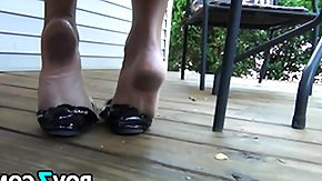 Free Shoes HD porn Dangling Her Used Black Shoe Outside