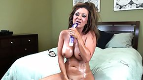 HD Raquel Devine tube Raquel Devine rubs her oily chest in like manner takes herself to pound state